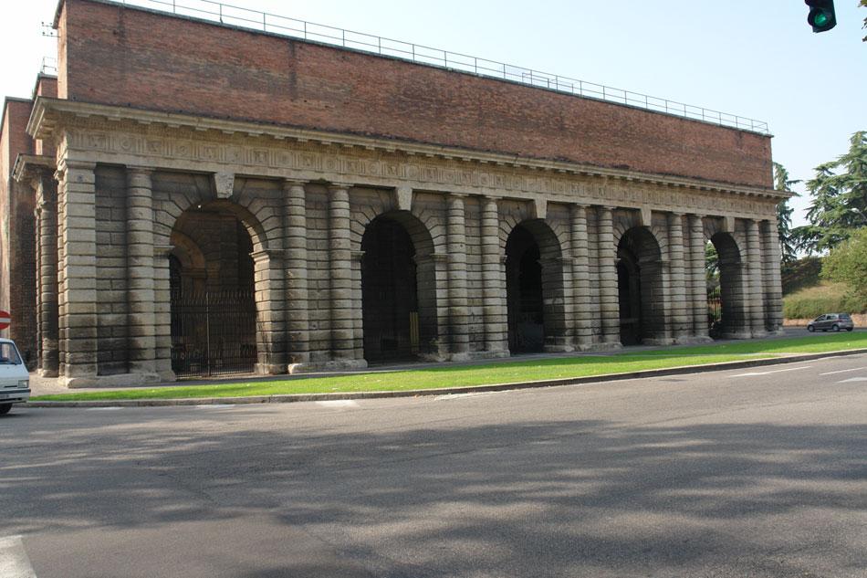 Βερόνα, Porta Palio, έργο του Michele Sanmicheli. Όψη προς το εσωτερικό της πόλης. Η μελέτη του έργου χρονολογείται στο 1550, ενώ η κατασκευή του στο 1557-1560 (φωτ. Ν. Σκουτέλης).