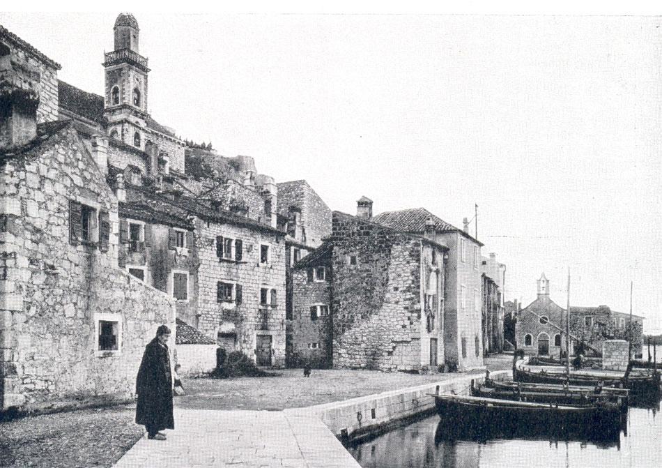 Σεμπένικο, περιοχή του λιμανιού (φωτ. από A. Bernardy, Zara e I monumenti italiani della Dalmazia, Bergamo 1928, σ. 65).