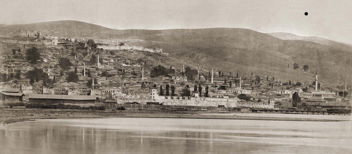 Φωτογραφία της Θεσσαλονίκης του 1875-78, όπου δεν διακρίνονται τα τείχη της πόλης (πηγή: ΜΙΕΤ).