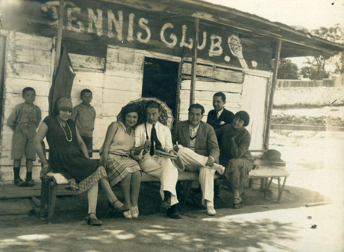 Τένις club καπνεμπόρων. Καβάλα, 1930. © ΕΛΙΑ - ΜΙΕΤ.