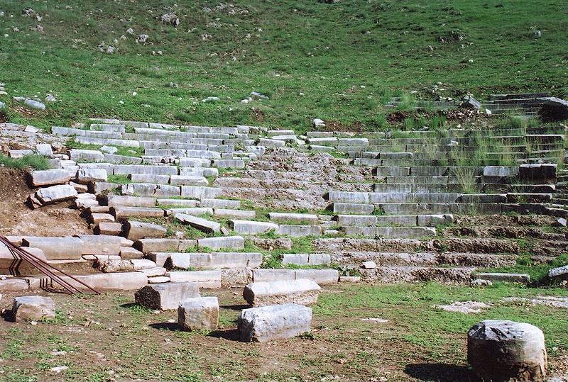 Άποψη του κοίλου του αρχαίου θεάτρου Γιτάνων (φωτ. Διάζωμα).