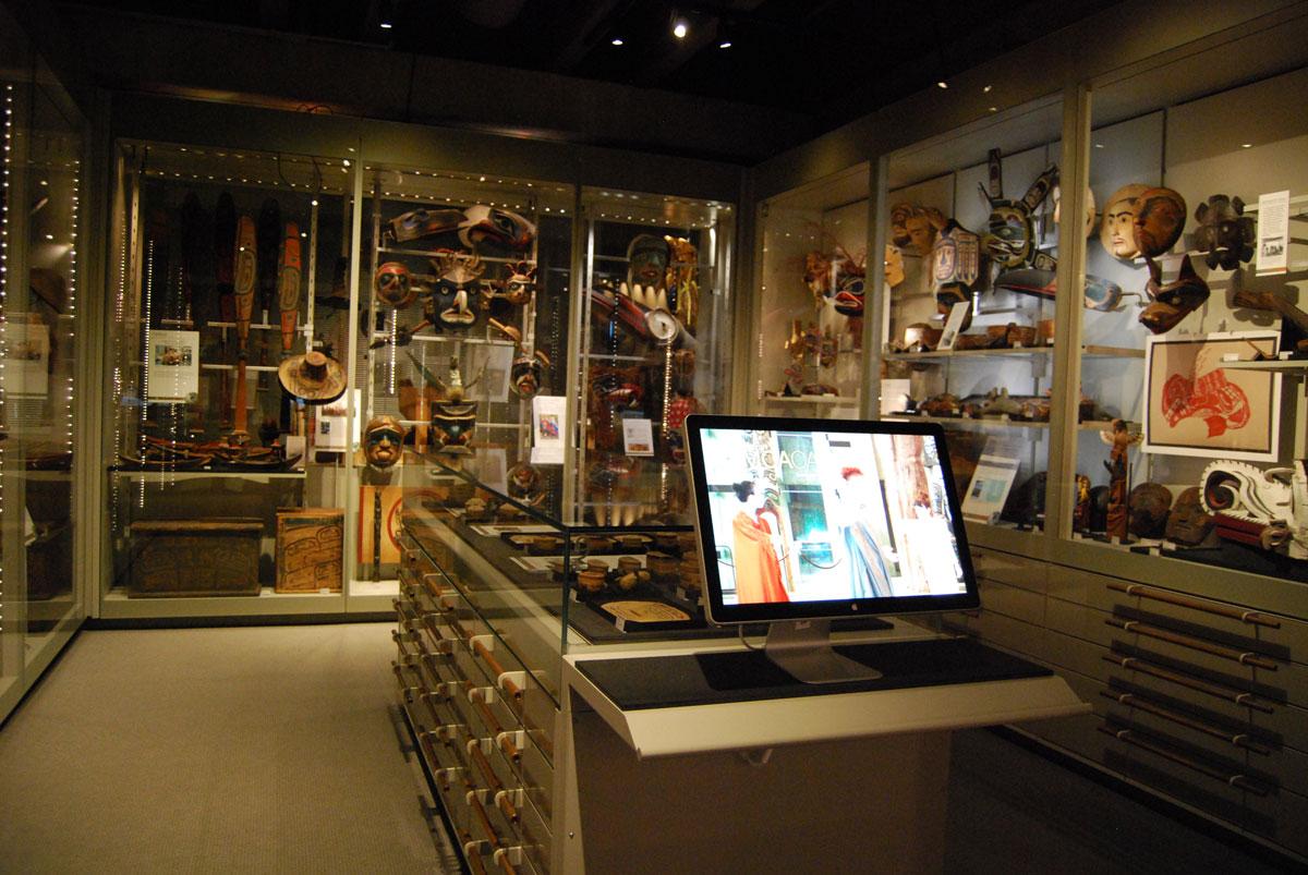 Εικ. 5. Ορατή Αποθήκη, Πανεπιστημιακό Μουσείο Ανθρωπολογίας, University of British Columbia, Βανκούβερ (Φωτογραφικό Αρχείο Μ. Μούλιου).
