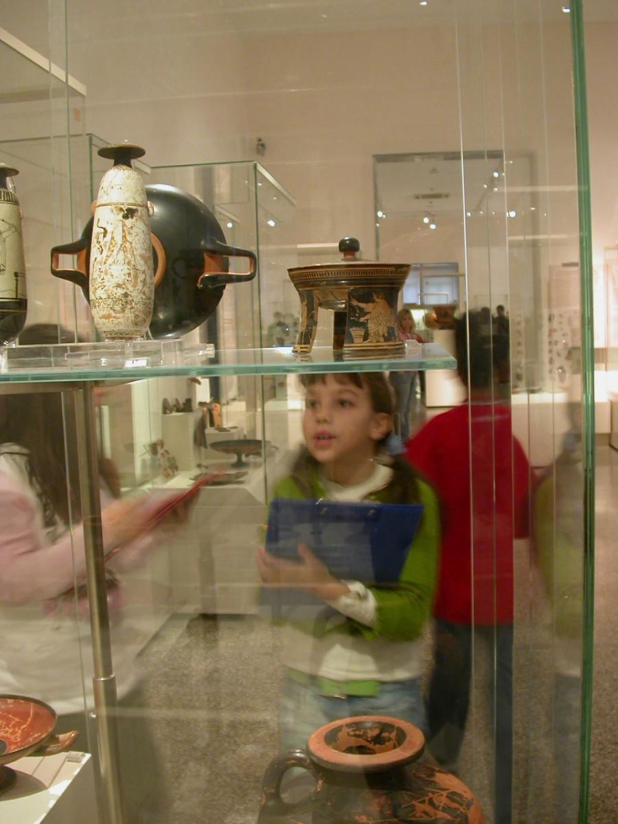 Εικ. 8. Μουσείο και παιδί (Φωτογραφικό Αρχείο Μ. Μούλιου).