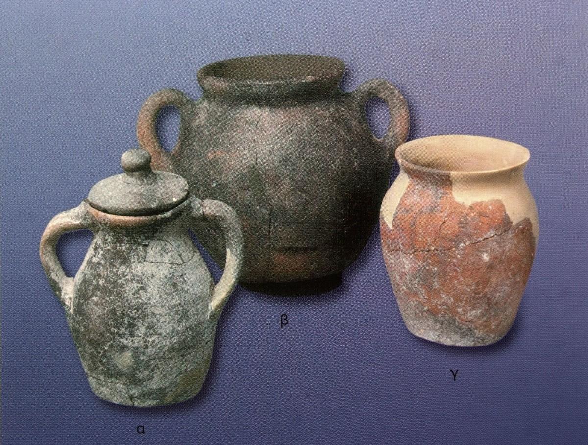 Εικ. 12. «Χύτρες»: σκεύη για την παρασκευή εκζεστών ζωμών (μαγειρικά σκεύη του 7ου-9ου αι.), Βυζαντινών Διατροφή και Μαγειρείαι (2005), σ. 112.