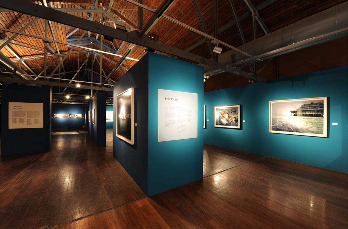 Το Μουσείο Φωτογραφίας Θεσσαλονίκης από το Δεκέμβριο του 2001 στεγάζεται στον 1o όροφο στην Αποθήκη Α' στο Λιμάνι.