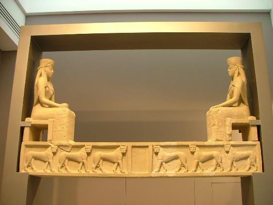 Υπέρθυρο του ναού Α του Πρινιά. Αρχαιολογικό Μουσείο Ηρακλείου