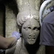 Δύο καρυάτιδες εξαιρετικής τέχνης ήρθαν στο φως στην Αμφίπολη