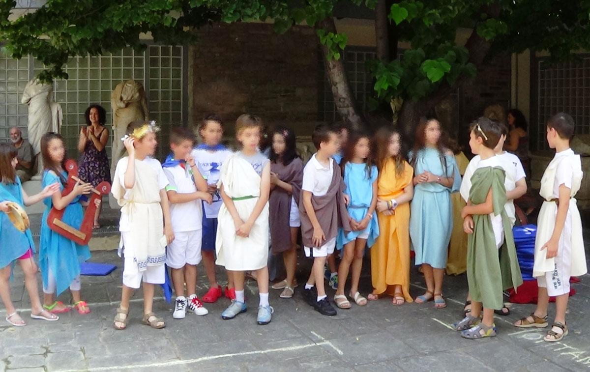 Εικ. 10. Θεατρικό δρώμενο «Αρχαιοελληνικό Συμπόσιο».