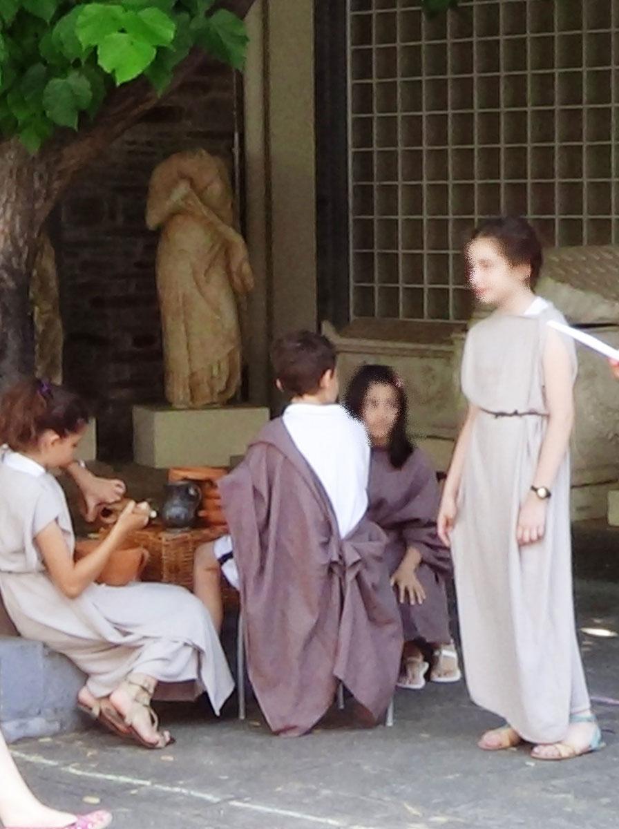 Εικ. 8. Θεατρικό δρώμενο «Αρχαιοελληνικό Συμπόσιο».