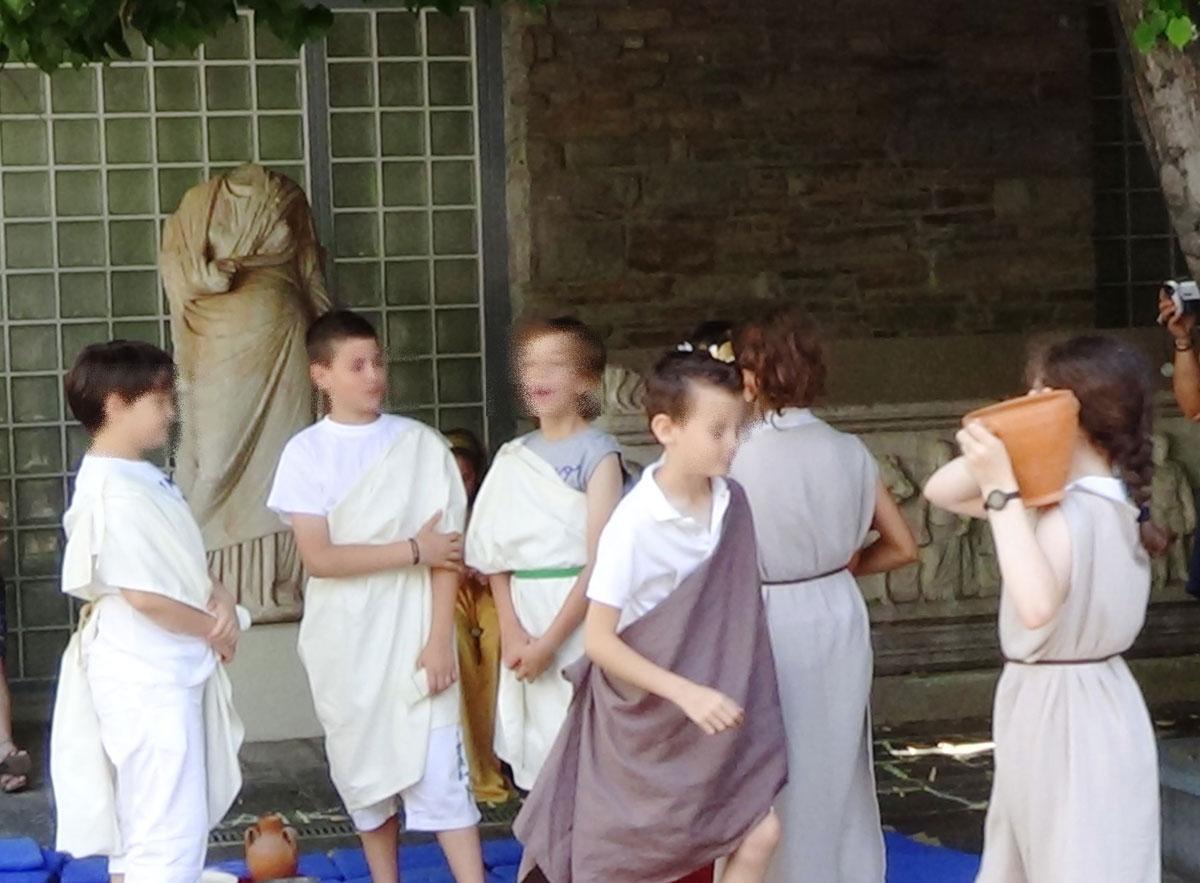 Εικ. 9. Θεατρικό δρώμενο «Αρχαιοελληνικό Συμπόσιο».