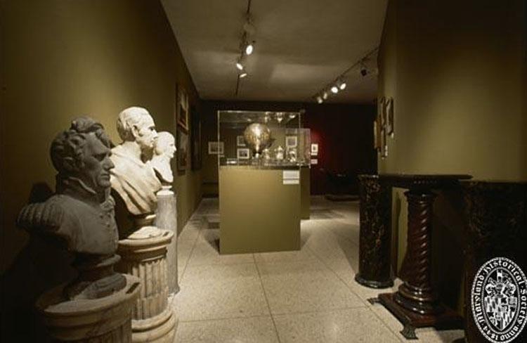 Εικ. 8. Fred Wilson, Mining the Museum (λεπτομέρεια) 1992. © Fred Wilson.