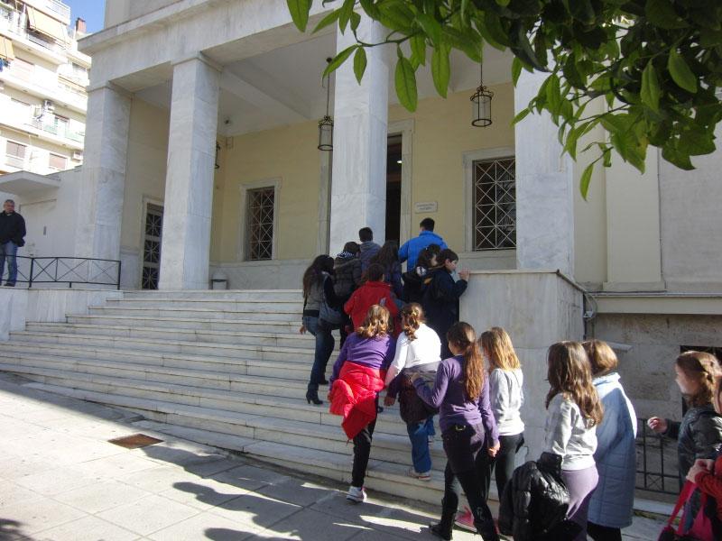 Το Αρχαιολογικό Μουσείο Πειραιά υποδέχεται τους μαθητές.