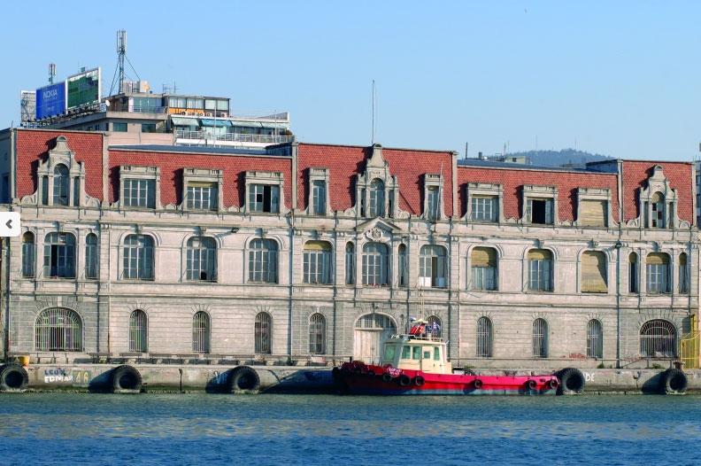 Το εμβληματικό κτίριο του παλιού τελωνείου του λιμανιού της Θεσσαλονίκης (φωτ. ΟΛΘ).