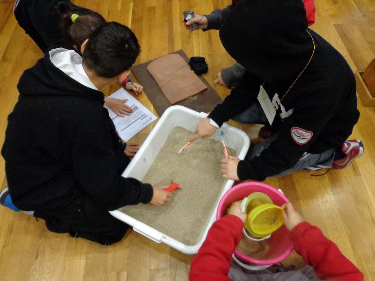 Τα παιδιά γίνονται αρχαιολόγοι στο πλαίσιο του βιωματικού εκπαιδευτικού προγράμματος «Οι Μικροί Αρχαιολόγοι της Θράκης».