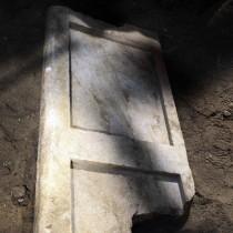 Εντοπίστηκε και το δεύτερο μαρμάρινο θυρόφυλλο στην Αμφίπολη
