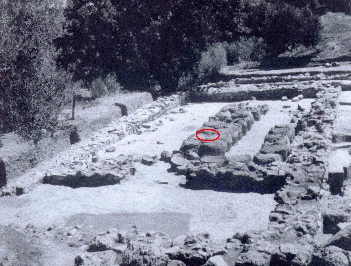 Εικ. 2. Η αποθήκη του οίνου, όπως την αποκάλυψε ο Blegen. (Carl W. Blegen, The Palace of Nestor at Pylos Ι, εικ. 254)