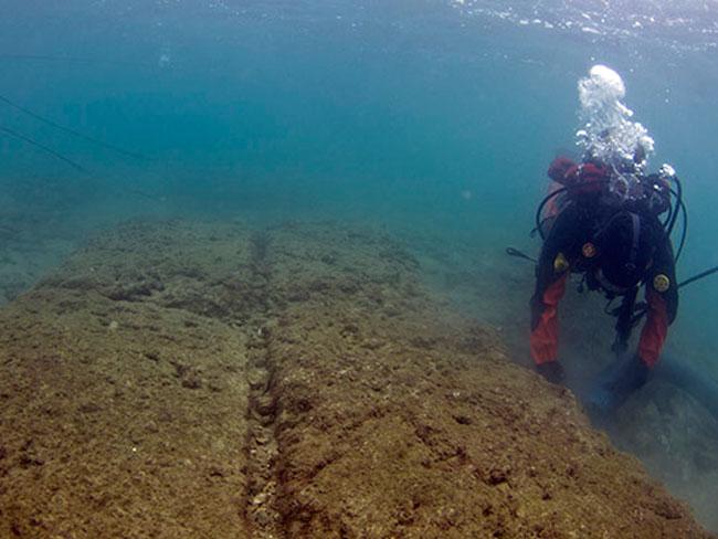 Από την έρευνα στο αρχαίο λιμάνι της Μουνιχίας (φωτ. Zea Harbour Project, Vassilis Tsiairis 2012).