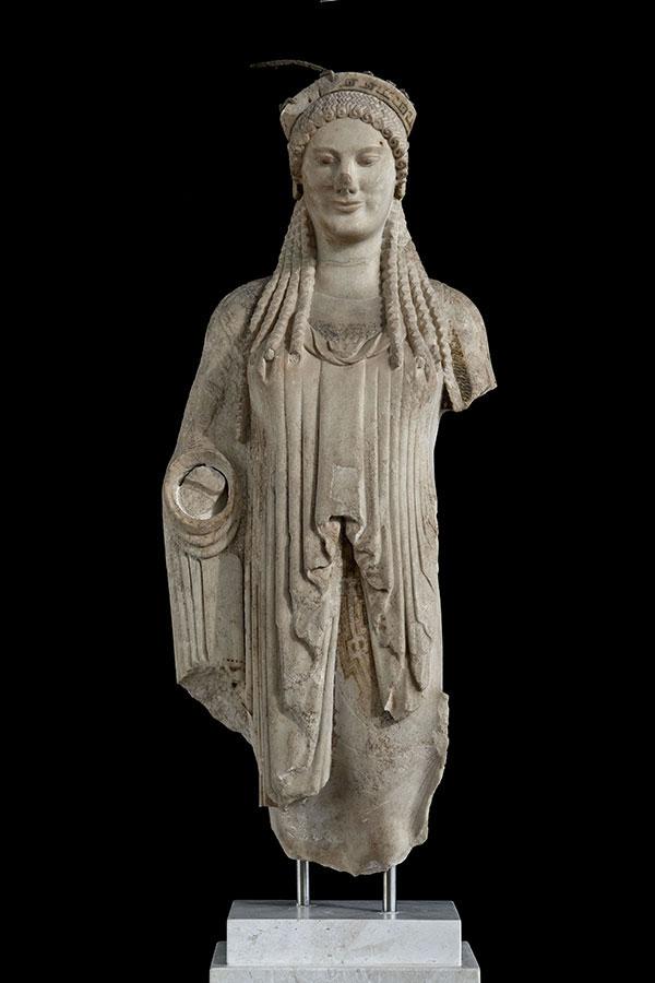 Κόρη από μάρμαρο, 520-510 π.Χ. Μουσείο Ακρόπολης, Αθήνα.