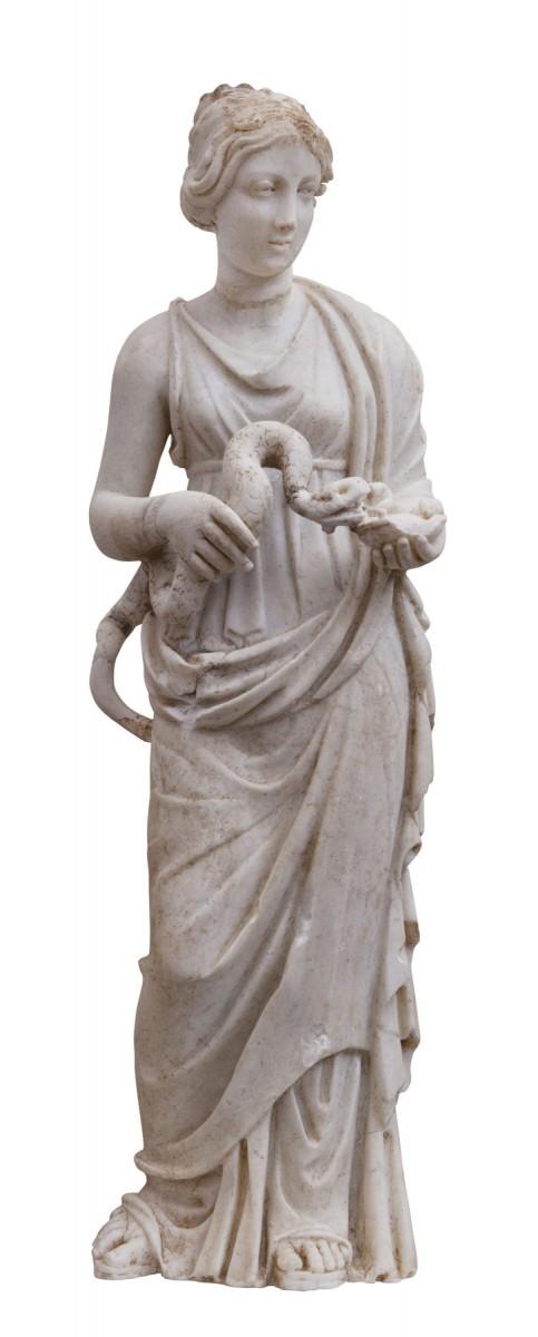 Μαρμάρινο αγαλμάτιο της Υγίειας, κόρης του Ασκληπιού και προστάτιδας της υγείας. 3ος-4ος αι. μ.Χ., Αρχαιολογικό Μουσείο Ρόδου. © ΥΠΠΟΑ -  ΚΒ΄ ΕΠΚΑ (Φωτογράφος Γιώργος Κασιώτης)