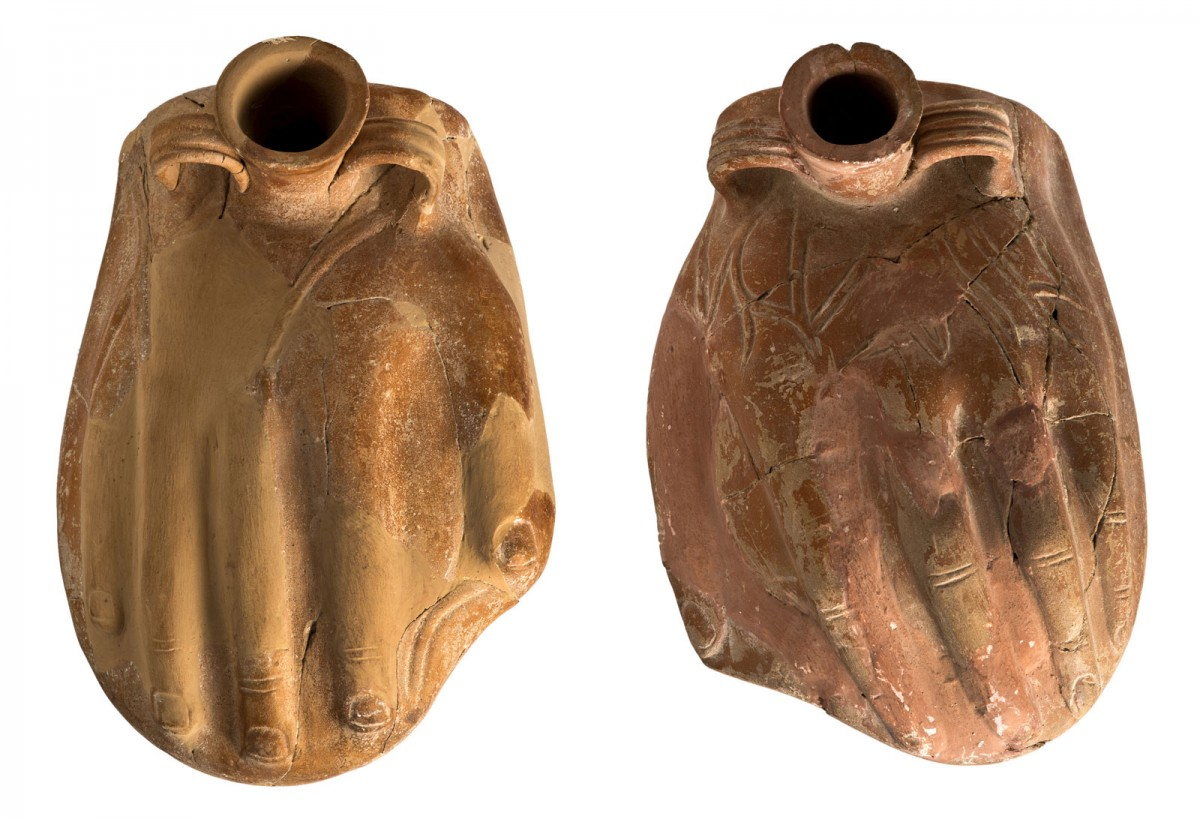 Ζεύγος πήλινων θερμοφόρων για το δεξί και αριστερό άκρο χέρι. Τέλη 1ου αι. π.Χ.-αρχές 2ου αι. μ.Χ., Επαρχιακό Μουσείο Πάφου. © Τμήμα Αρχαιοτήτων Κύπρου (φωτογρ. αρχείο)