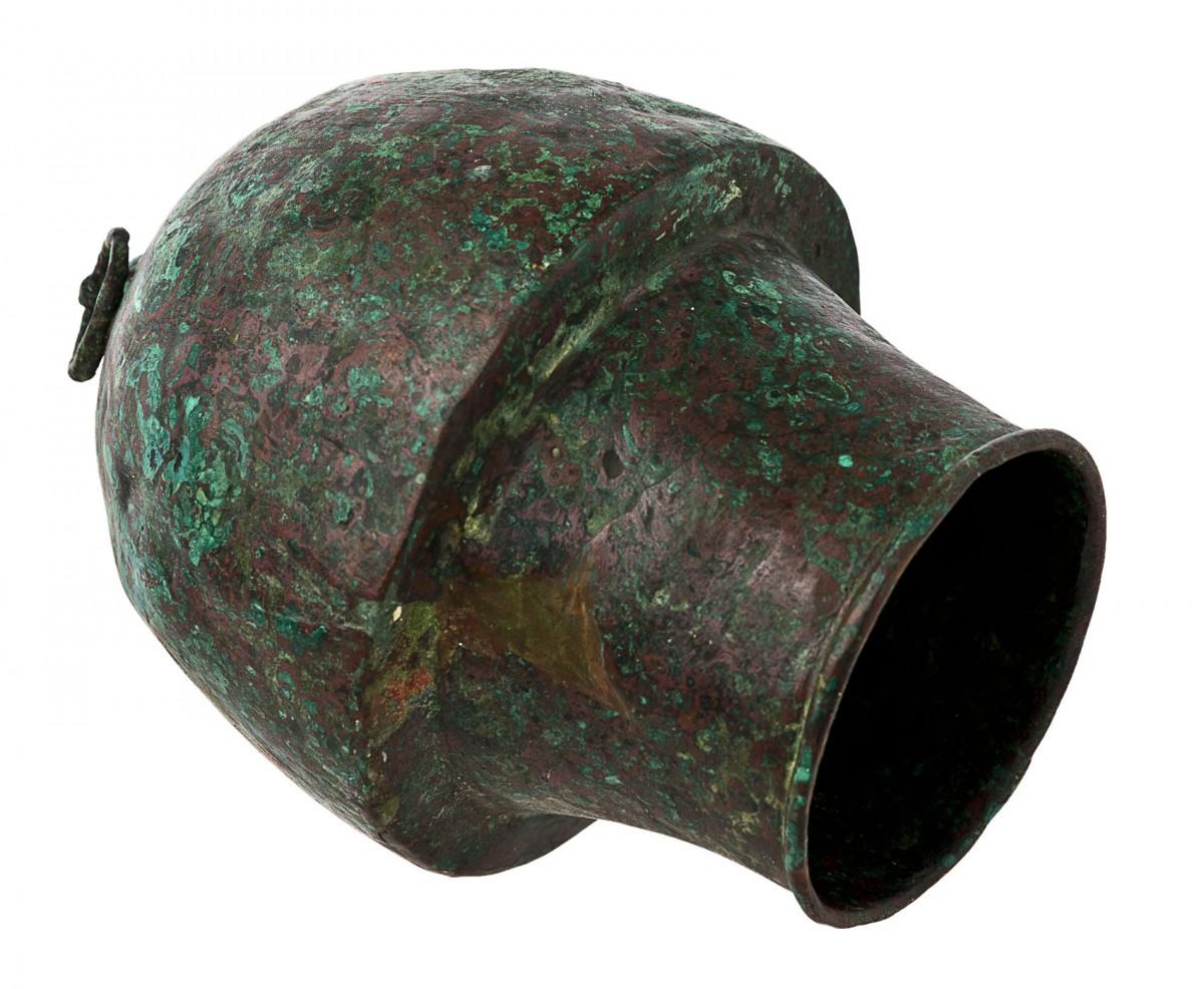 Χάλκινη σικύα (βεντούζα) από τον τάφο του χειρουργού στην Πάφο. Τέλη 2ου-αρχές 3ου αι. μ.Χ., Επαρχιακό Μουσείο Πάφου. © Τμήμα Αρχαιοτήτων Κύπρου (φωτογρ. αρχείο)