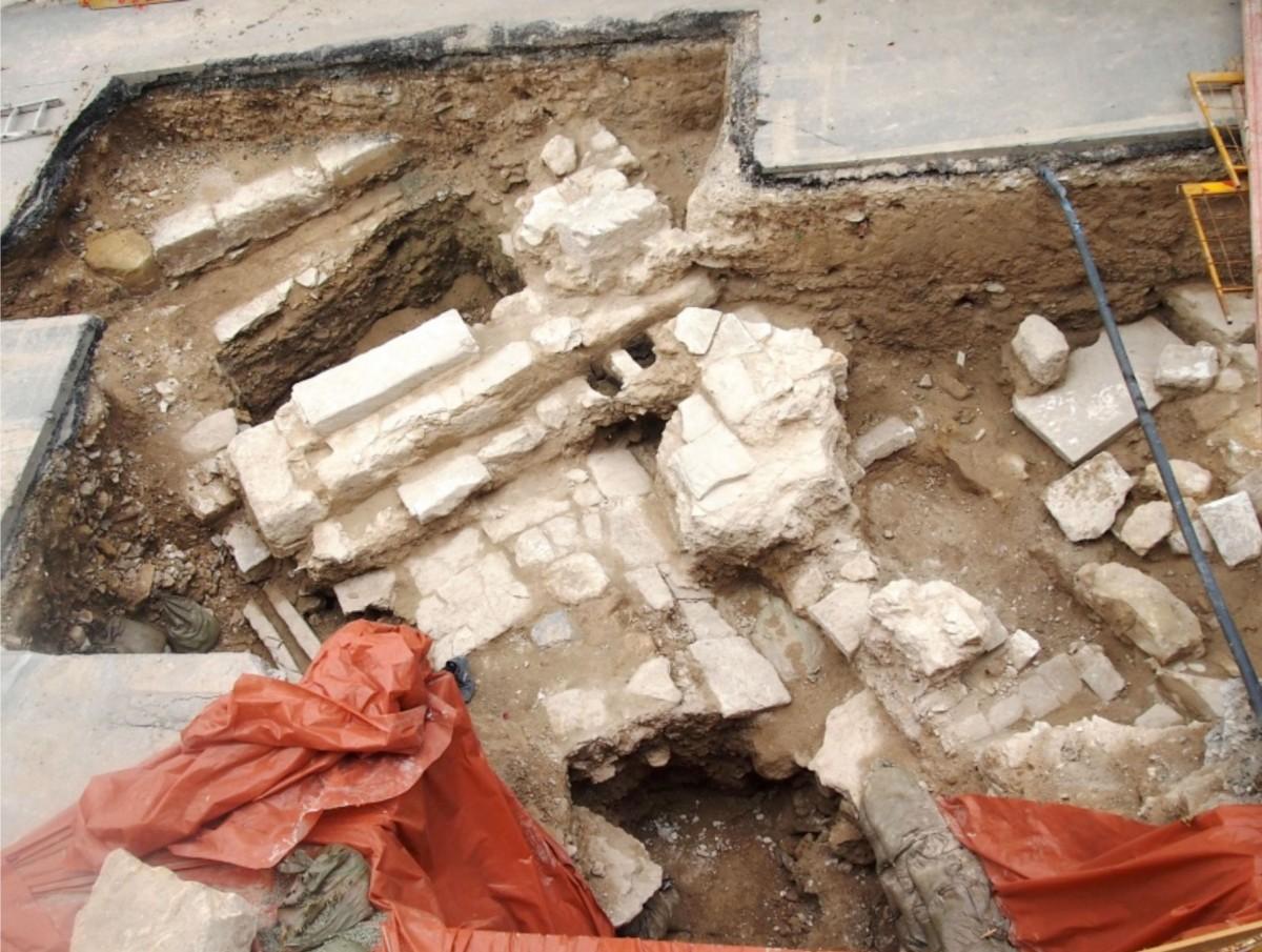 Εικ. 2. Λάρνακα: τμήμα μνημειακού κτιρίου στην οδό Ευφροσύνης Ταρσή, άγνωστης χρήσης, πιθανώς ρωμαϊκής περιόδου (φωτ. Τμήμα Αρχαιοτήτων Κύπρου).