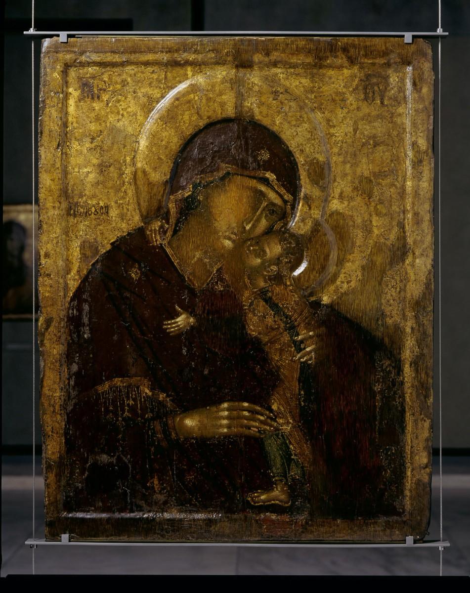 Εικ. 13. Αμφιπρόσωπη εικόνα με την Παναγία Ελεούσα (Α΄ Όψη), 14ος αι. Oι αμφιπρόσωπες εικόνες χρησιμοποιούνταν συνήθως σε λιτανείες, ενώ σε άλλες περιπτώσεις χρησιμοποιήθηκε η πίσω πλευρά τους, όταν η κύρια όψη τους είχε φθαρεί.