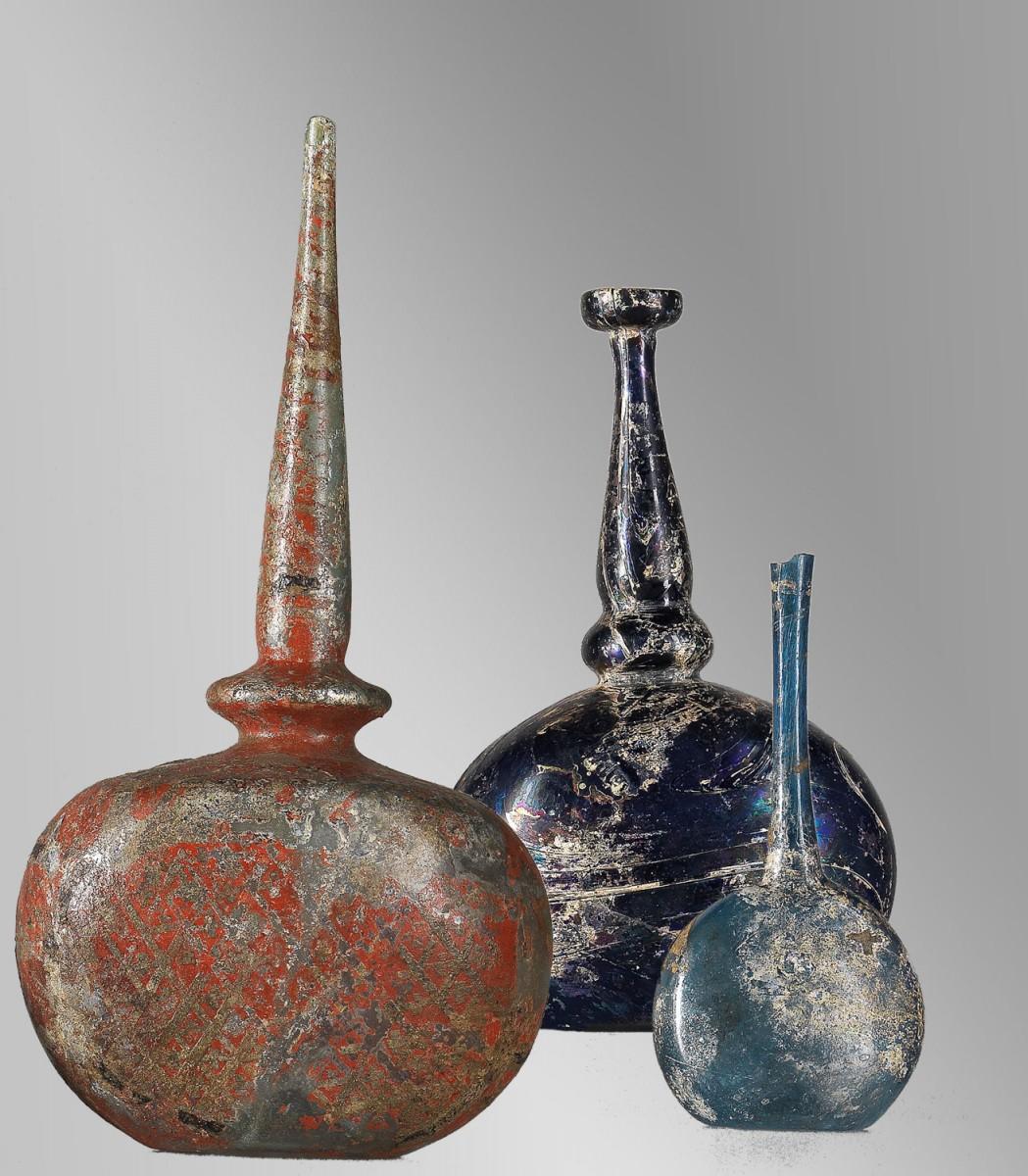 Εικ. 14. Γυάλινα αγγεία και εφυαλωμένα κεραμικά επισημαίνουν το ρόλο της Θεσσαλονίκης ως εμπορικού κέντρου.