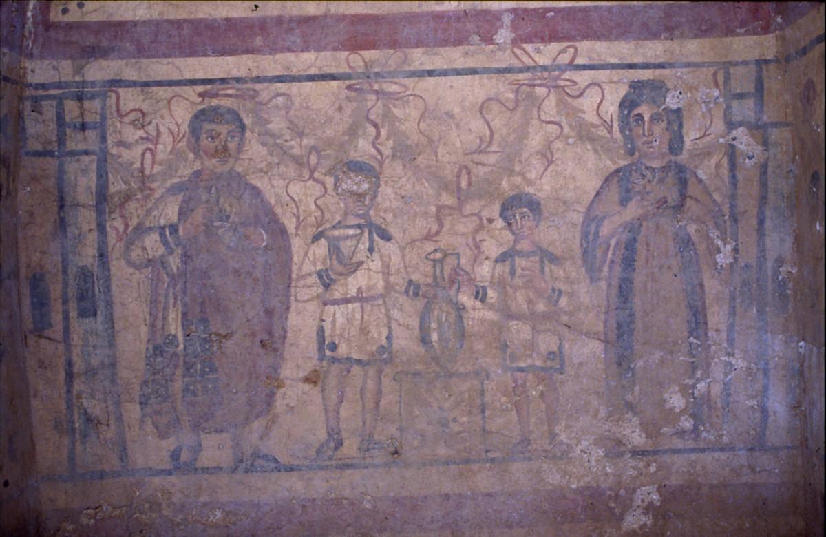 Εικ. 8. Καμαροσκεπής τάφος με απεικόνιση τέλεσης ταφικών εθίμων από την οικογένεια του Φλάβιου Ευστοργίου προς τιμήν των νεκρών προγόνων, μέσα του 4ου αι.