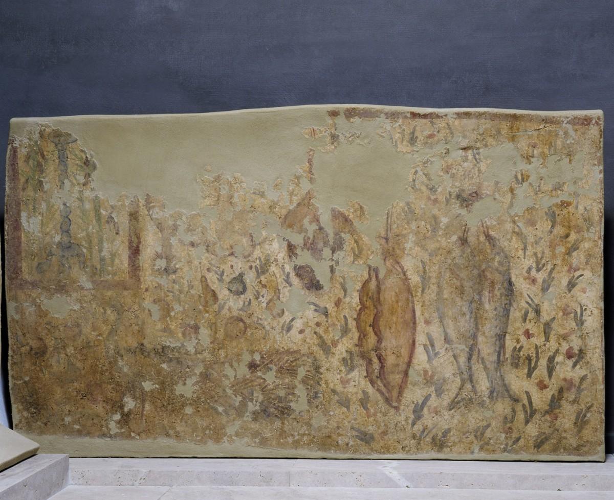 Εικ. 9. Τοιχογραφία τάφου με απεικονίσεις που παραπέμπουν στον επιθυμητό παράδεισο του νεκρού με συγκεκριμένες υλικές απολαύσεις (σφάγιο, καρδιά, συκώτι, χοιρομέρια και δύο μεγάλα ψάρια), α΄ τέταρτο 4ου αι.