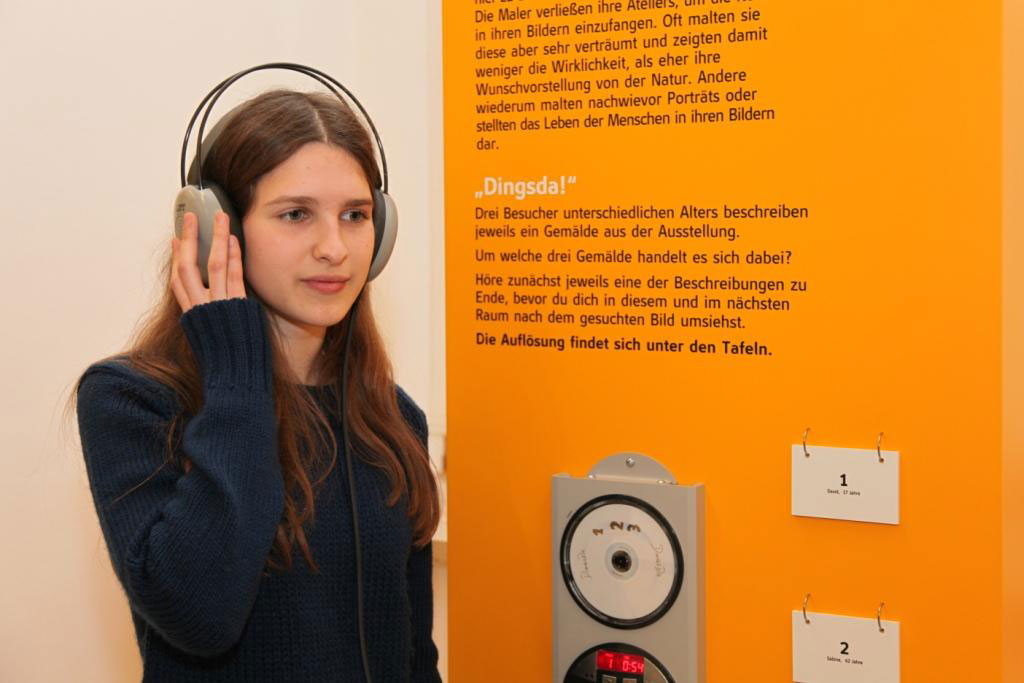 Εικ. 8. Διδακτικό έκθεμα με τίτλο «Μάντεψε ποιο μουσικό όργανο από αυτά που εκτίθενται στην αίθουσα, παίζει τώρα» στο Schlossmuseum, Λίντς 2013. Πηγή: Κρατικό Μουσείο Άνω Αυστρίας.