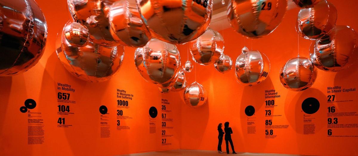 Εικ. 2. Άποψη της έκθεσης Massive Change: The Future of Global Design, Bruce Mau Design Studio | Vancouver Art Gallery, 2003 Φωτογραφία: http://institutewithoutboundaries.ca/?portfolio=massive-change