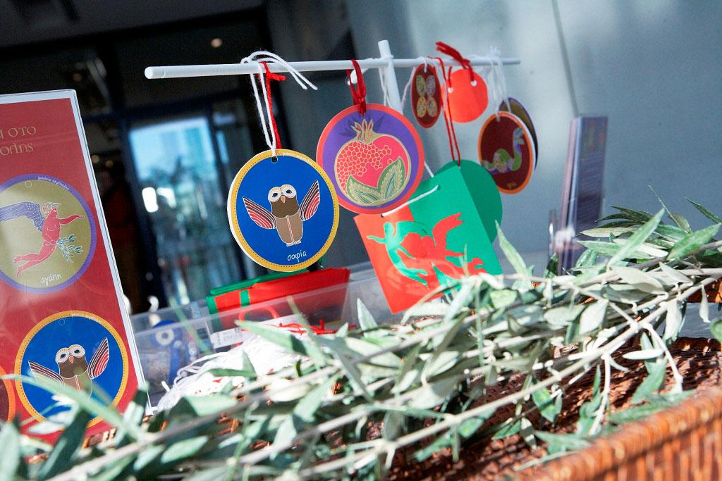 Παιδικό εργαστήριο με θέμα «Αρχαία έθιμα και στολίδια για την καλή χρονιά». Φωτογραφία: Γιώργος Βιτσαρόπουλος. © Μουσείο Ακρόπολης.