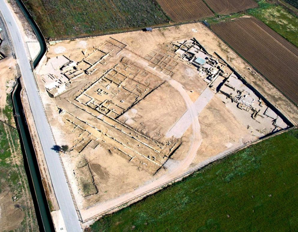 Εικ. 10. Αεροφωτογραφία τμήματος της κυρίως πόλης (πηγή: Ανδρέου/Ανδρέου-Ψυχογιού 2009, 89, εικ. 91).