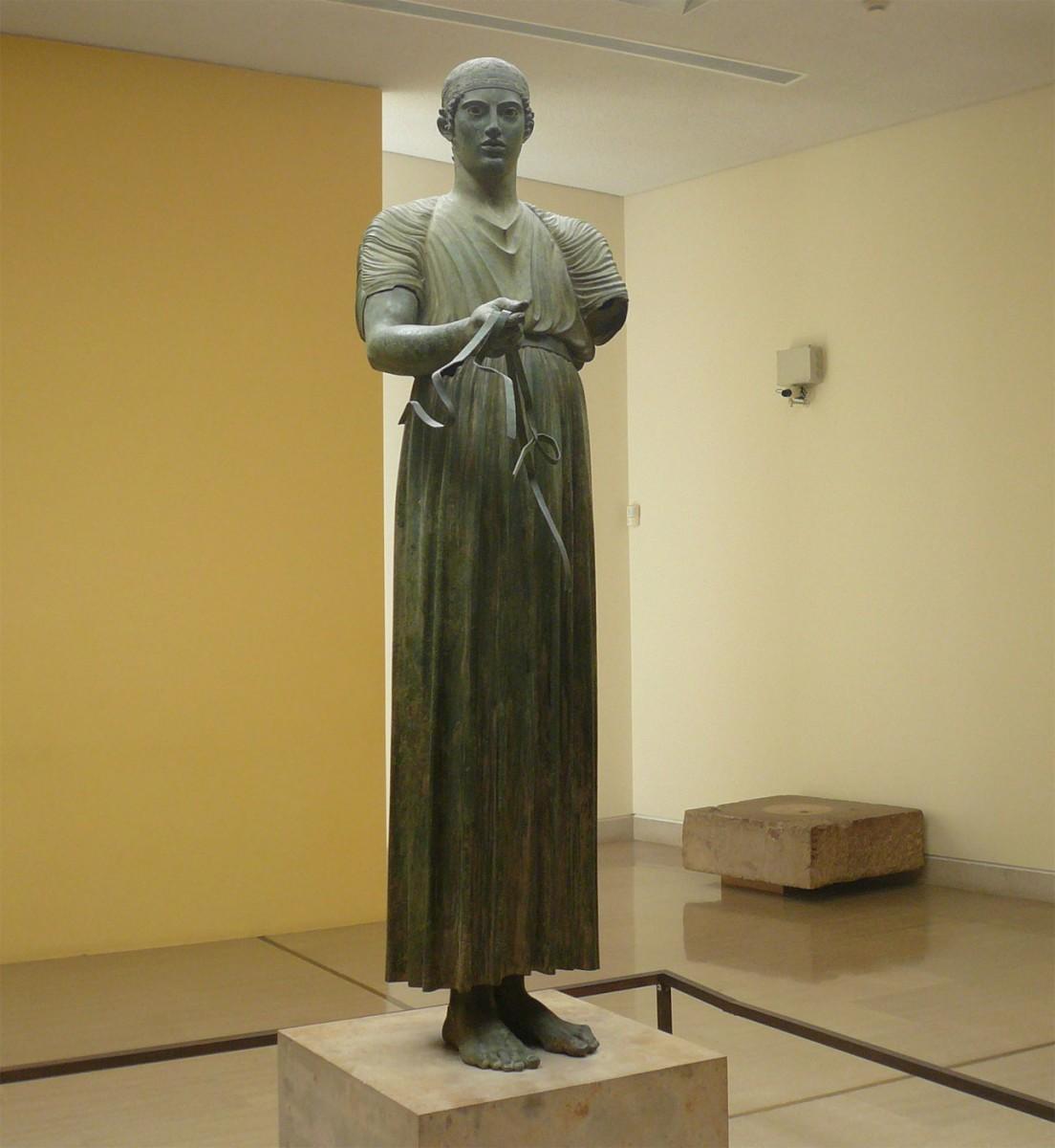 Ο Ηνίοχος, περ. 475 π.Χ. Αρχαιολογικό Μουσείο Δελφών.