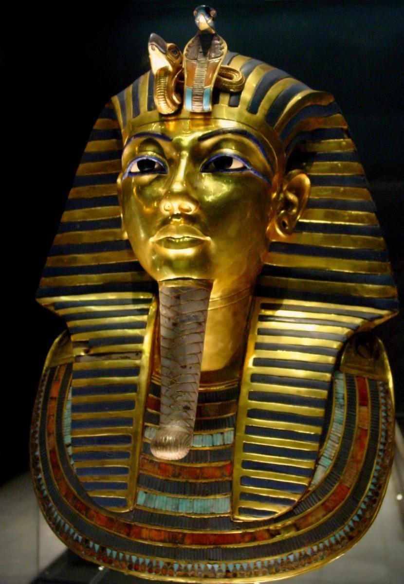 Η ταφική μάσκα του Τουταγχαμών εκτίθεται στο Αιγυπτιακό Μουσείο στο Κάιρο.