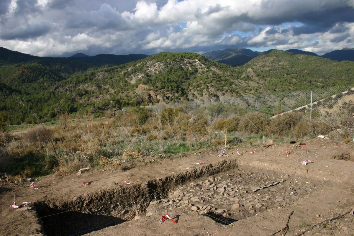 Γενική όψη της ανασκαφής στη θέση Βρέτσια/Αγ. Ιωάννης-Ρουδιάς στο Τρόοδος (φωτ. Τμήμα Αρχαιοτήτων Κύπρου).