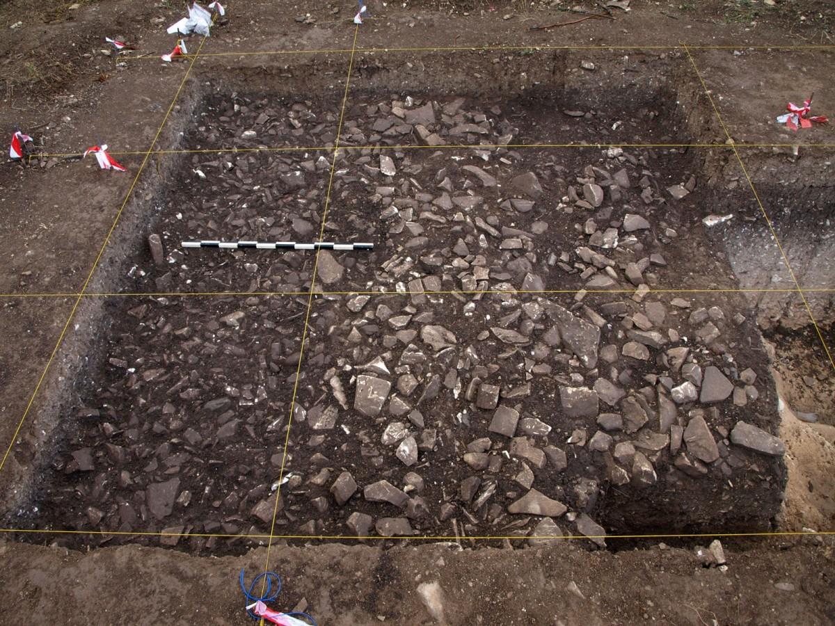 H «λίθινη κατασκευή» στη θέση Βρέτσια/Αγ. Ιωάννης-Ρουδιάς στο Τρόοδος (φωτ. Τμήμα Αρχαιοτήτων Κύπρου).