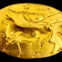 Το δαχτυλίδι του Θησέα μαγεύει τους επισκέπτες του Εθνικού Αρχαιολογικού Μουσείου