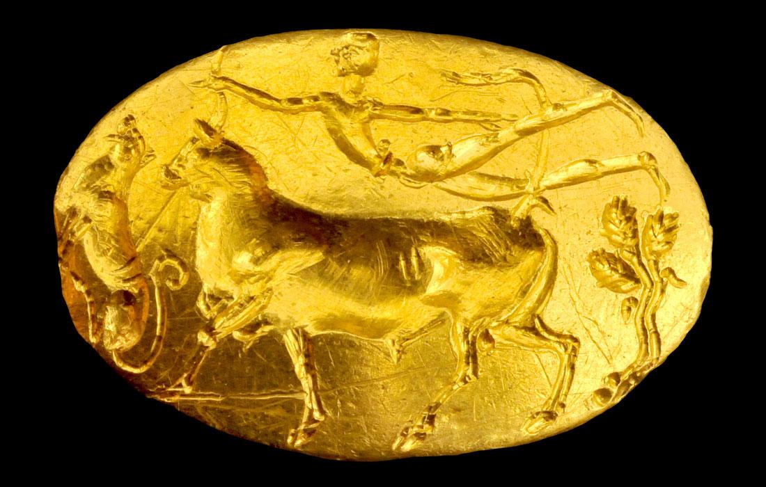 «Το δαχτυλίδι του Θησέα». Μυκηναϊκό σφραγιστικό δαχτυλίδι από την Ακρόπολη, 15ος αι. π.Χ. (ΕΑΜ 19356). Εθνικό Αρχαιολογικό Μουσείο, Αθήνα.