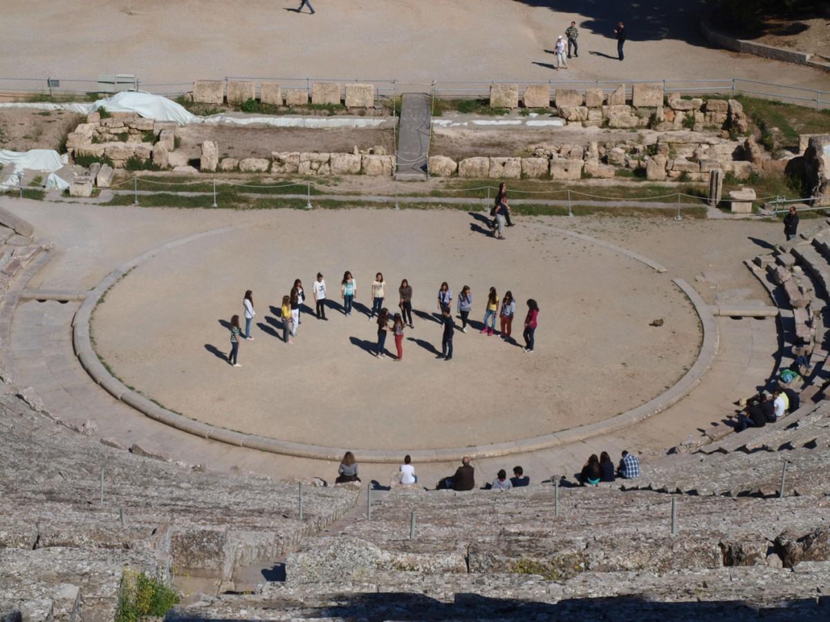 Εικ. 2. Πρόβα στο αρχαίο θέατρο της Επιδαύρου.