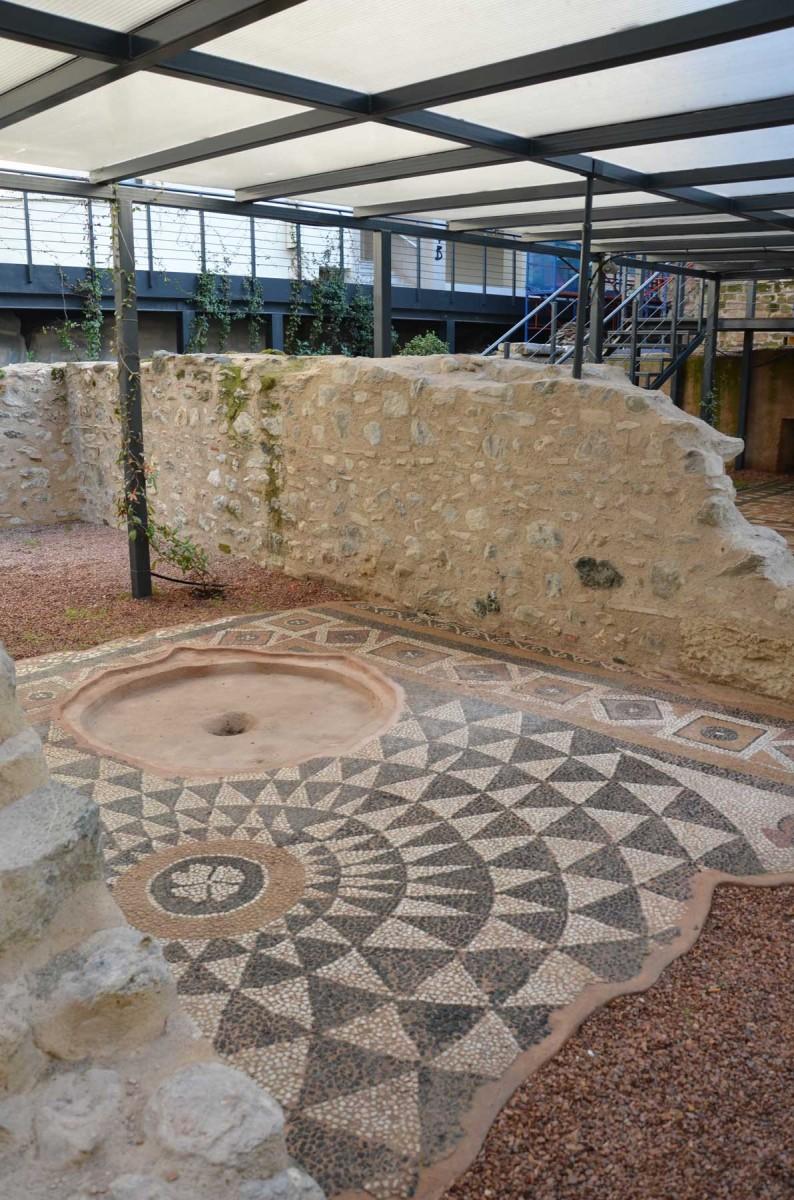 Ψηφιδωτό από τον αρχαιολογικό χώρο δίπλα στον Άγιο Πατάπιο της Βέροιας (φωτ. Εφορεία Αρχαιοτήτων Ημαθίας).