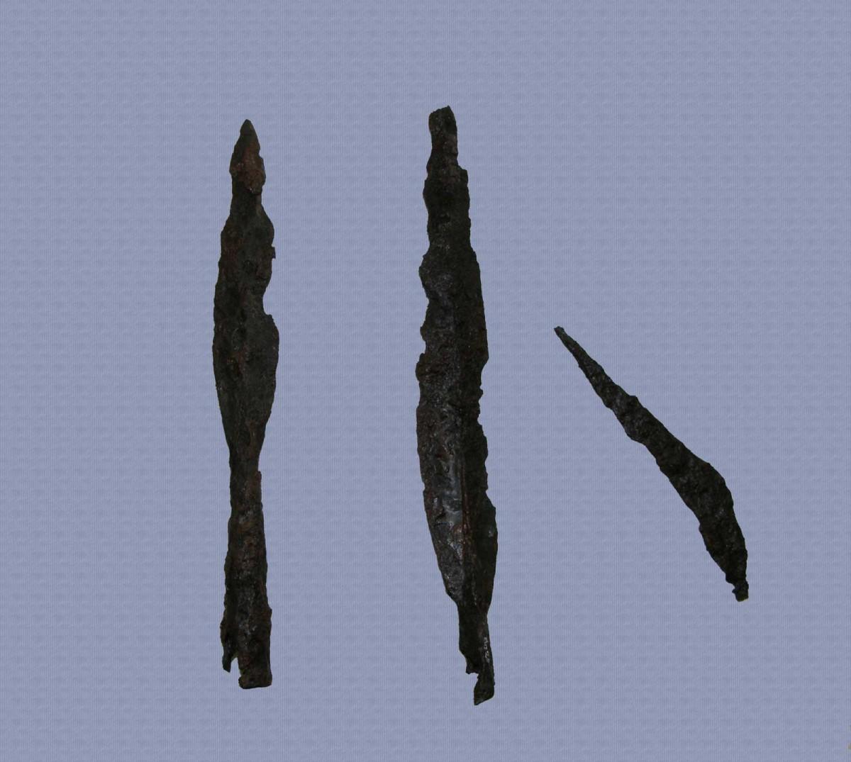 Εικ. 2. Σιδερένια όπλα από τα Άγναντα. Αρχείο ΛΓ΄ ΕΠΚΑ.