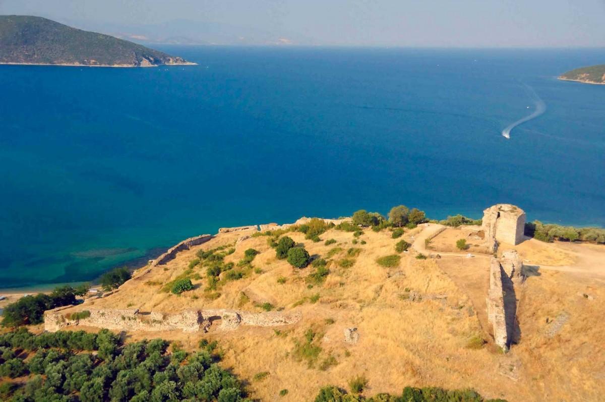 Το φρούριο της Ανακτορόπολης αποτελούσε ναυτική βάση, επιφορτισμένη με την προστασία των ακτών του βορείου Αιγαίου από τους πειρατές και τους επιδρομείς (φωτ. Αρχείο Δήμου Καβάλας / Αχιλλέας Σαββόπουλος).