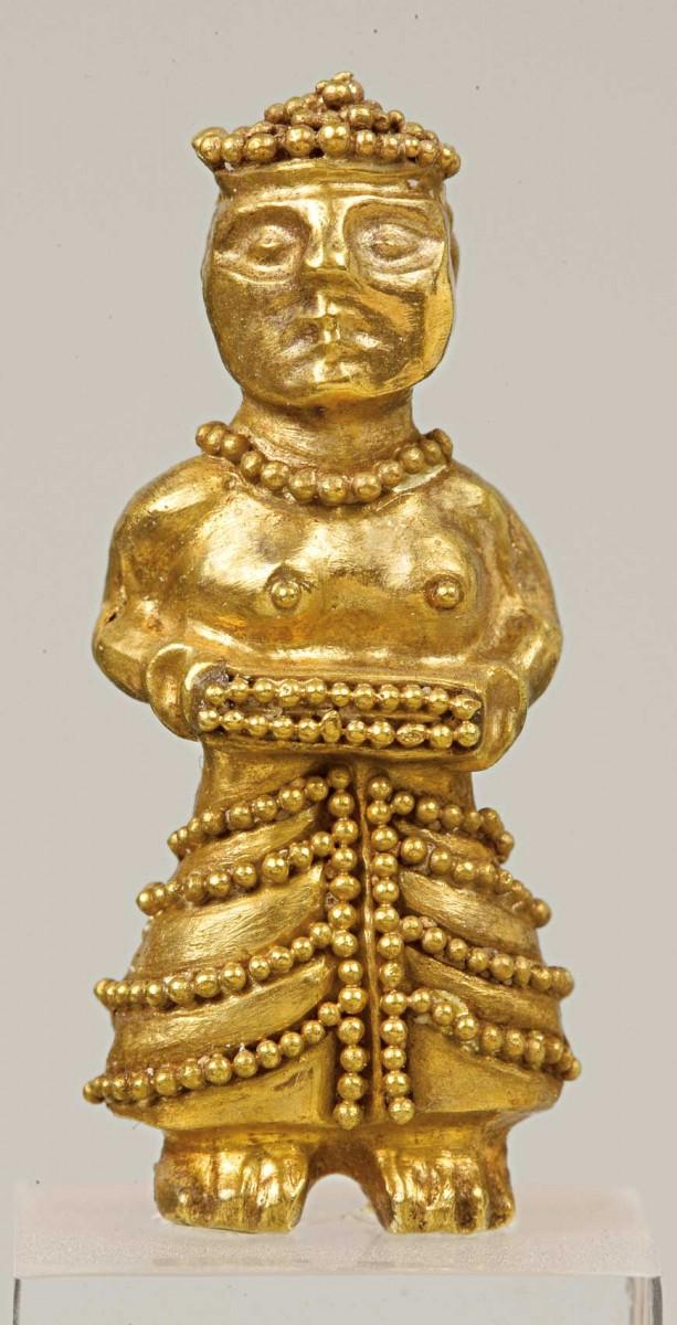 Χρυσό περίαπτο του 14ου-13ου αι. π.Χ. Έκθεση Μυκηναϊκών Αρχαιοτήτων, αίθουσα 4, προθήκη 31 (Αρ. ευρ. Π 2946). Φωτογραφία: Εθνικό Αρχαιολογικό Μουσείο/Γ. Πατρικιάνος, Μ. Κοντάκη.
