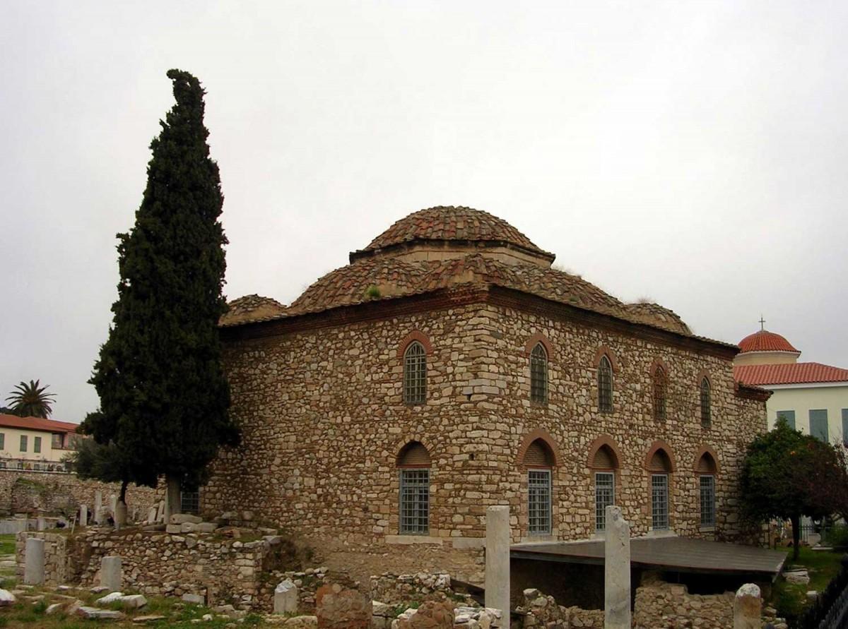 Το Φετιχιέ τζαμί, στη Ρωμαϊκή Αγορά, χτίστηκε μεταξύ 1668 και 1670 στα λείψανα τρίκλιτης μεσοβυζαντινής εκκλησίας.