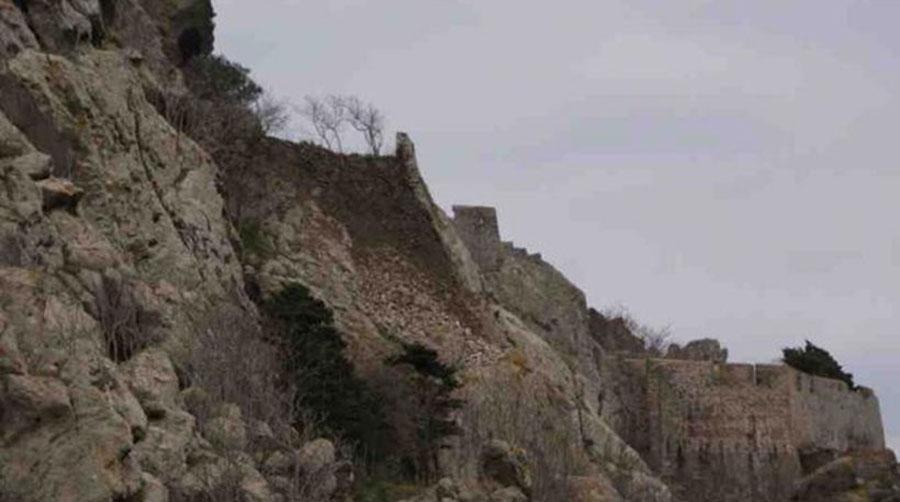 Στην περίοδο της Τουρκοκρατίας, εντός του Φρουρίου κατοικούσαν Τούρκοι. Κατά την πολιορκία της Μύρινας, το 1770, από τον Ρωσικό στόλο, τα τείχη του Φρουρίου υπέστησαν σοβαρές ζημιές.