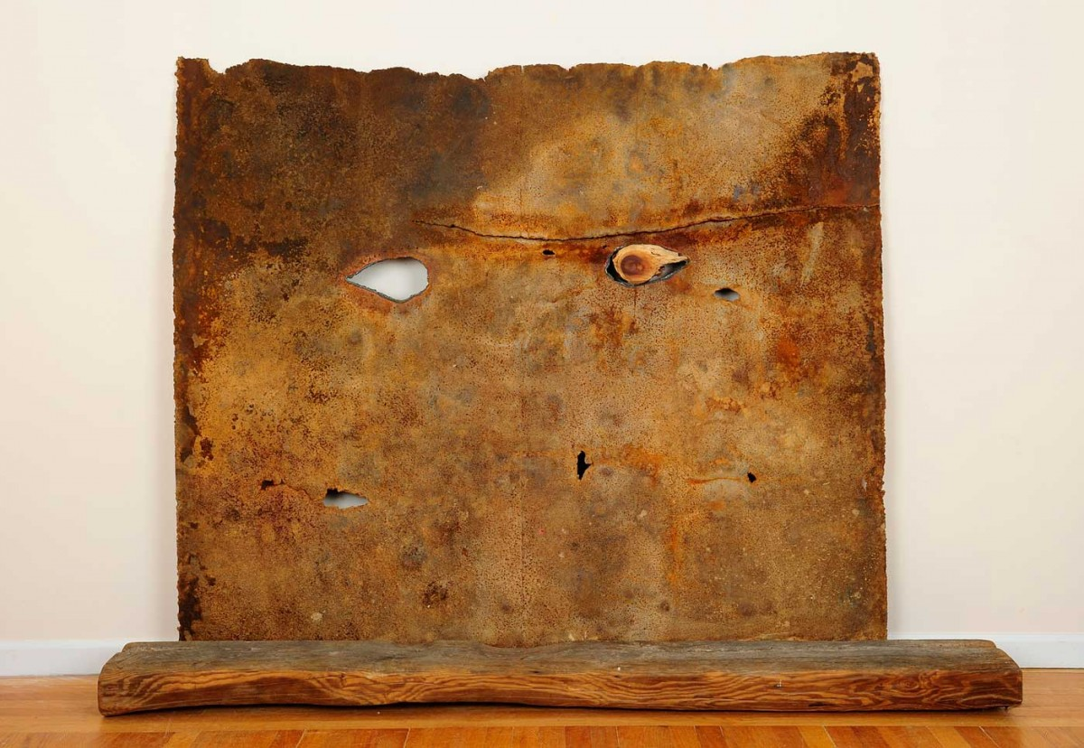 «Perception» έργο της Hijo Nam, 2015. 68x54x10 εκ., χαλύβδινο έλασμα, ξύλο, σύρμα (φωτ. Χριστόφορος Δουλγέρης).