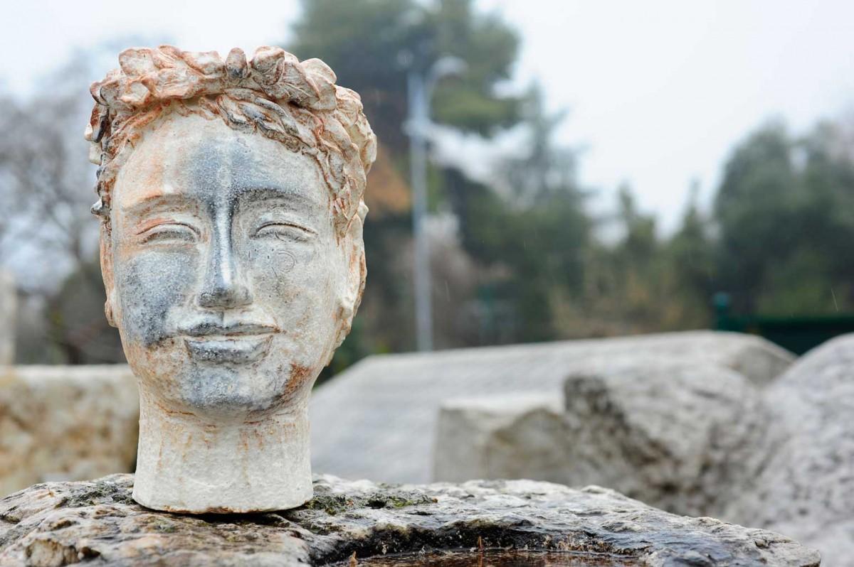 Οι κεφαλές που φιλοτεχνεί η Nam αποτίουν φόρο τιμής στη σημαντικότερη συνεισφορά της ελληνιστικής τέχνης, την αναπαράσταση του ανθρώπινου προσώπου (φωτ. Χριστόφορος Δουλγέρης).