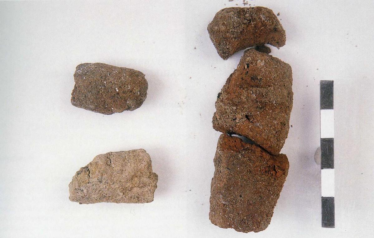 Εικ. 29. Πήλινοι άψητοι σχηματισμοί Μεσολιθικής περιόδου, κοντινή λήψη.